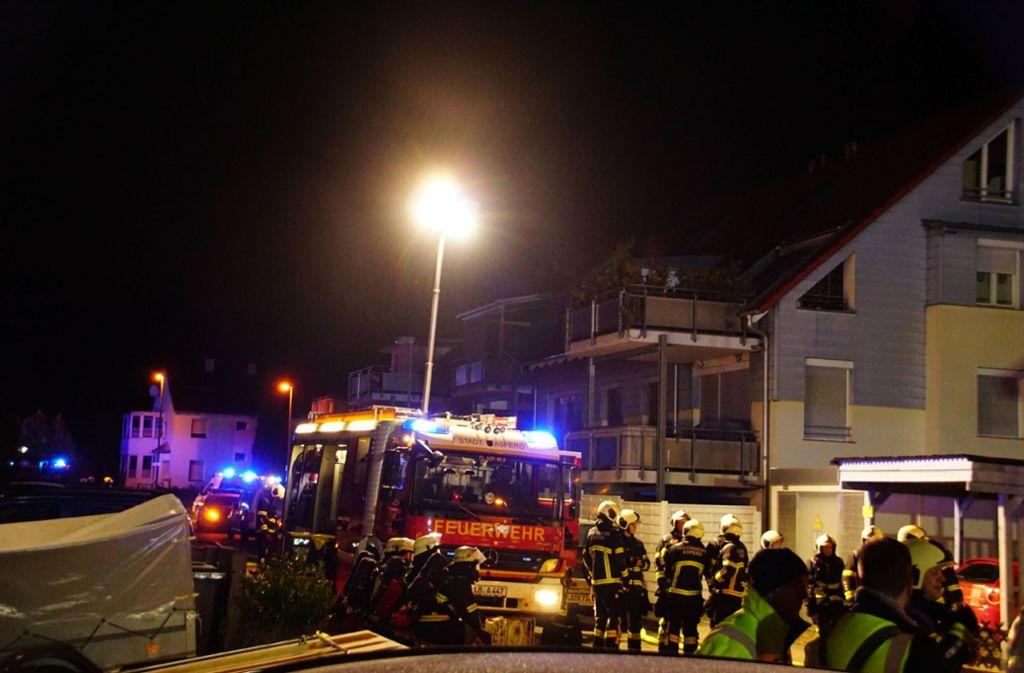 Bei dem Brand in einem Mehrfamilienhaus  wurden drei Menschen verletzt. Foto: SDMG/Hemmann