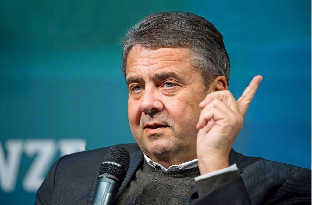 Der designierte Vorsitzende der Atlantik-Brücke und frühere Bundesaußenminister, Sigmar Gabriel, kritisiert die USA Foto: dpa