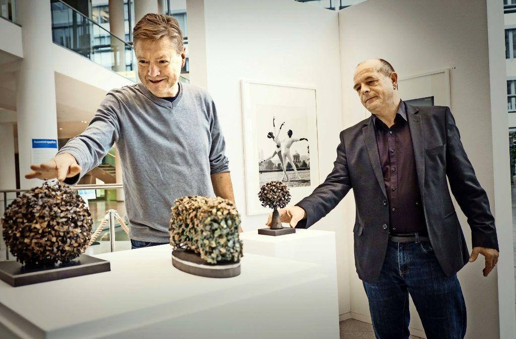 Die Ausstellungsmacher Ulrich Binder (l.)  und Horst Merkle. Foto: Lg/Achim Zweygarth