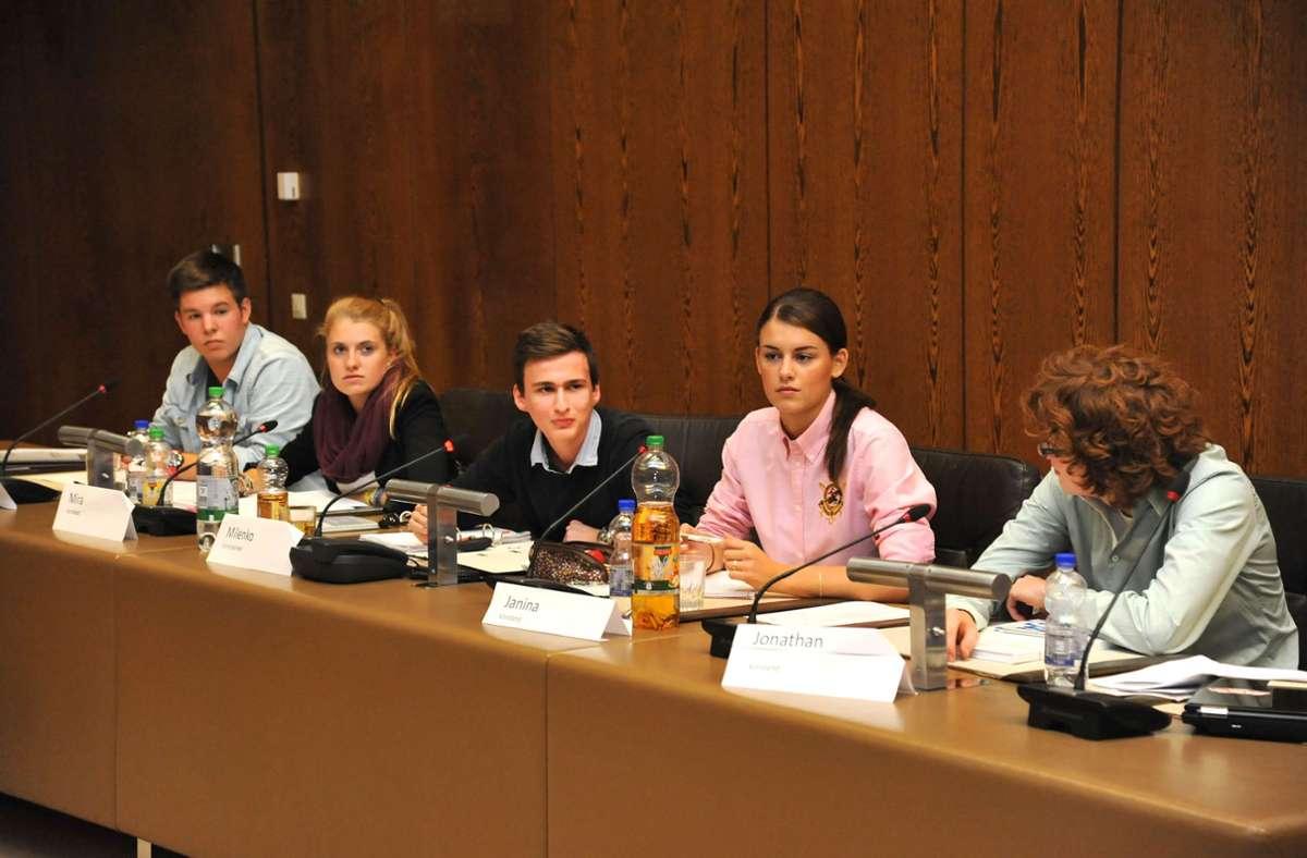 Sie waren 2013 noch Pioniere: der Vorstand bei der  ersten Sitzung des Sindelfinger Jugendgemeinderats Foto: /Bischof/Archiv