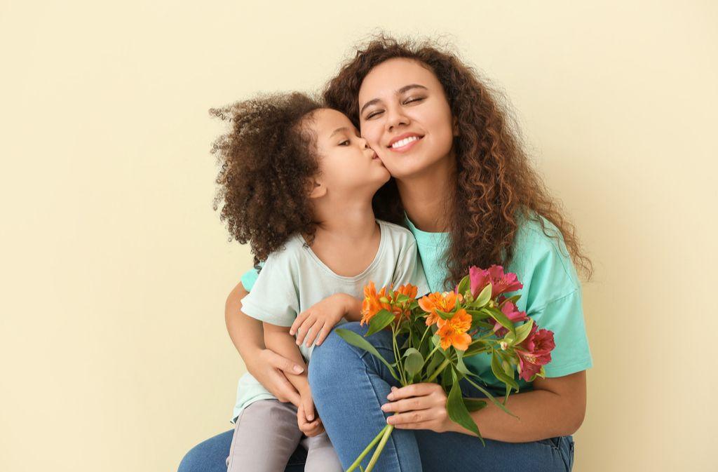 Muttertag: Geschichte und Bedeutung des Ehrentags Foto: Pixel-Shot/Shutterstock