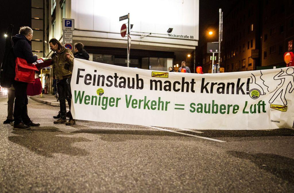 In Stuttgart gehen Bürger regelmäßig für weniger Verkehr auf die Straße. Foto: dpa