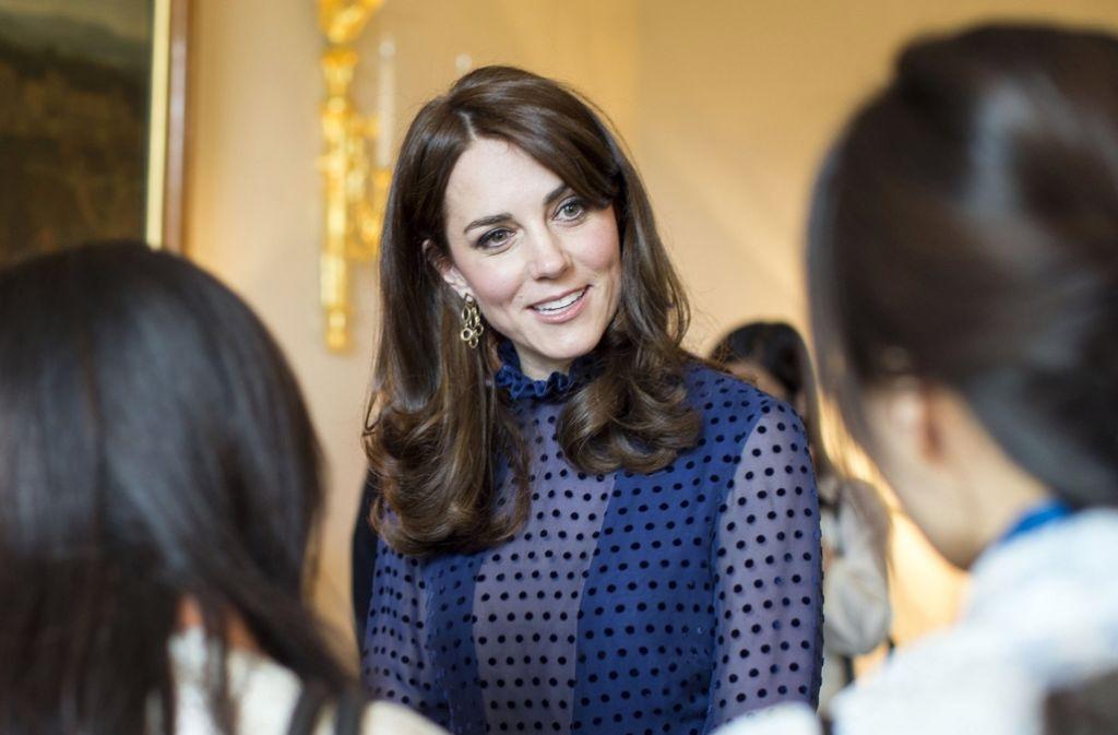 Herzogin Kate und ihr Man, Prinz William, sind auf Reise in Südasien. Dort treffen sie unter anderem auf das Königspaar von Bhutan. Foto: AP