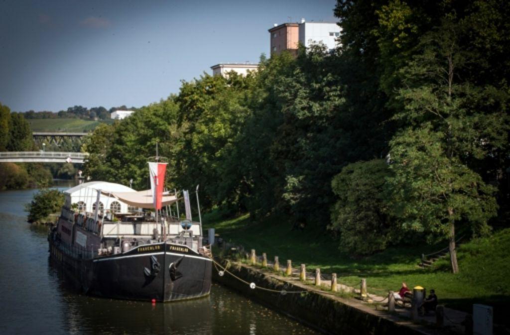Näher dran als direkt auf dem Wasser kann der Neckar gar nicht gefeiert werden. Unsere Kulturparty findet deshalb auf dem Theaterschiff statt. Foto: Lichtgut/Achim Zweygarth