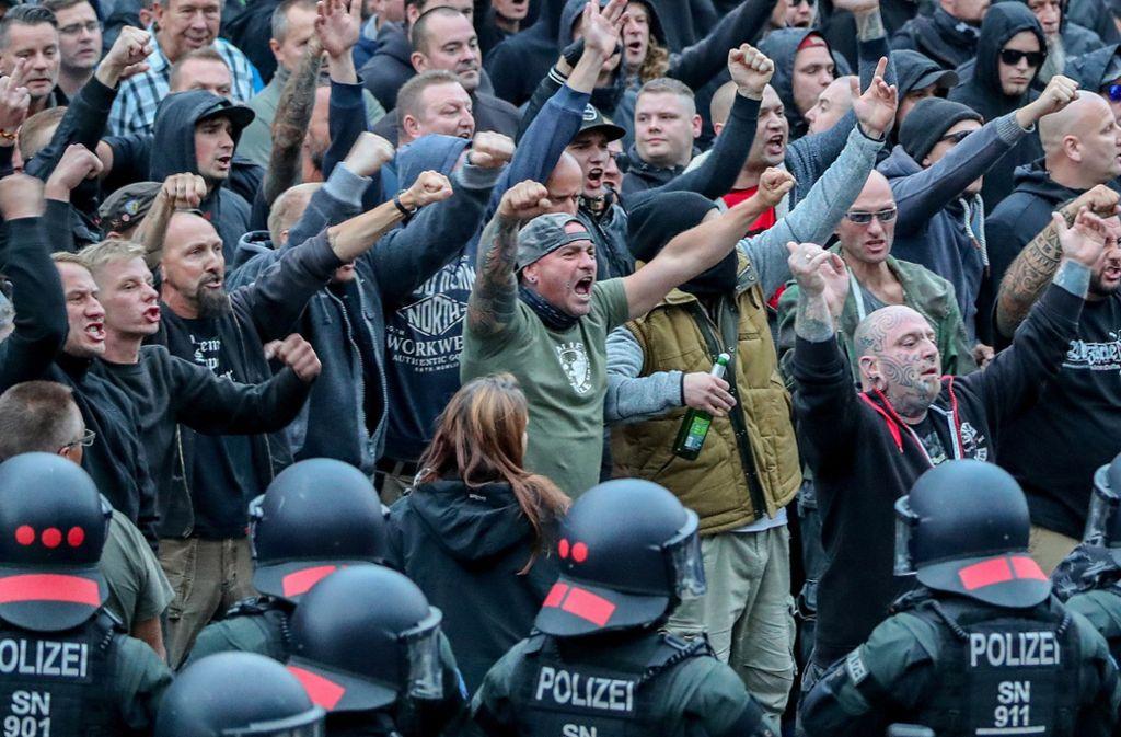 Die Szenen in Chemnitz bleiben für die Hitlergruß-Zeiger in der rechten Szene nicht ohne Folgen. Foto: ZB