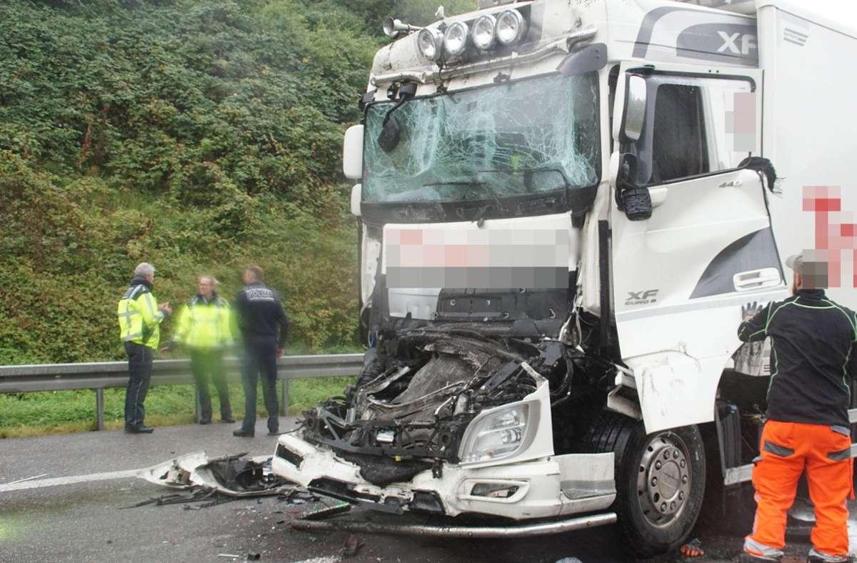 Der 59-jährige Lastwagenfahrer kam bei dem Unfall ums Leben. Foto: SDMG/SDMG / Gress