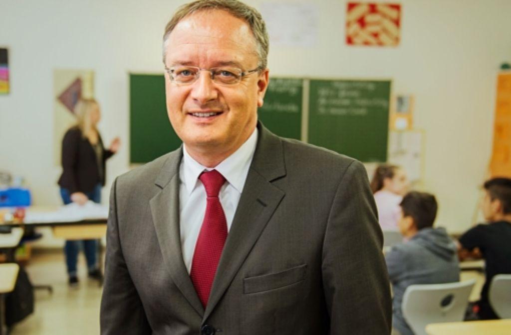 Kultusminister Andreas Stoch (SPD)  rückt seine Politik ins rechte Licht. Foto: dpa