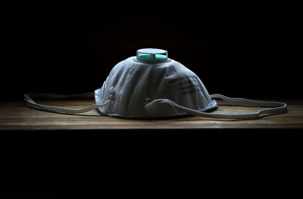 Professionelle Atemschutzmasken gibt es – für sinnvoll hält der Chef des bayerischen Landesgesundheitsamtes sie aber nicht. Foto: dpa/Karl-Josef Hildenbrand