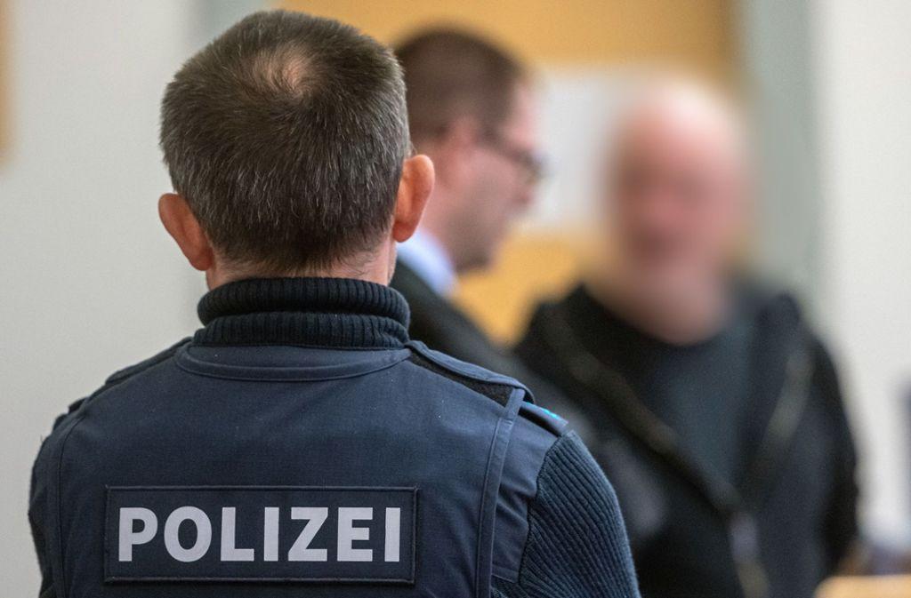Der 51-jährige Angeklagte schweigt zu den Vorwürfen. Foto: dpa/Armin Weigel