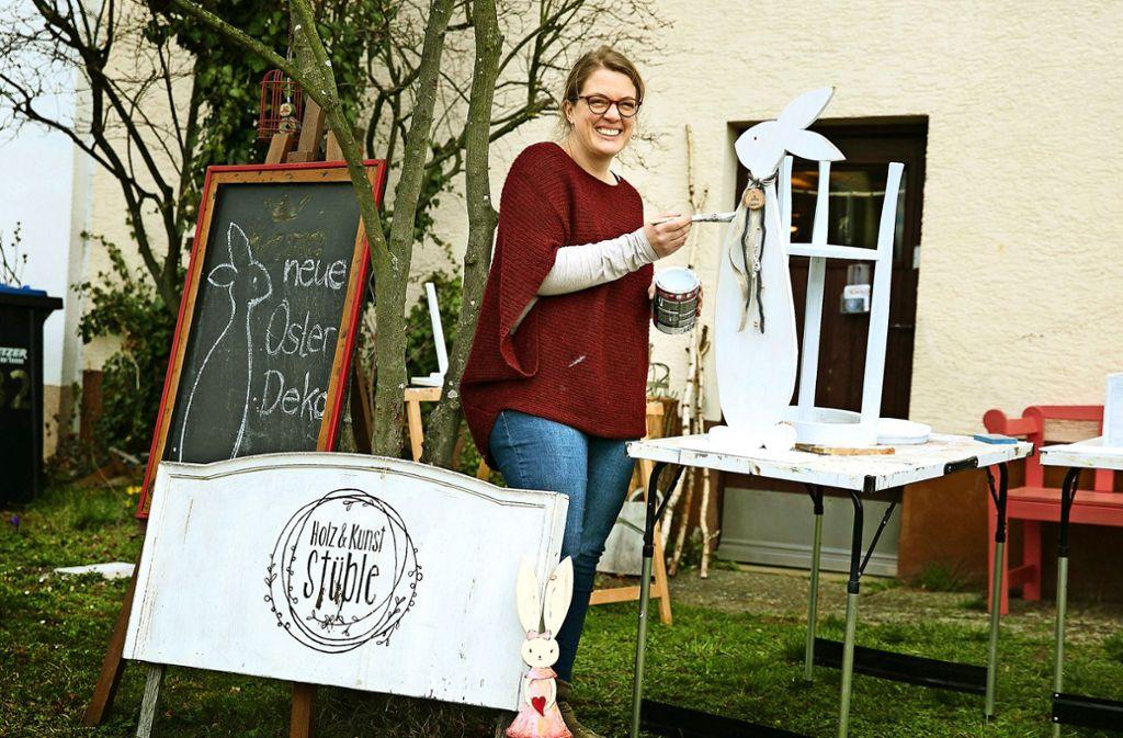 Bei gutem Wetter nutzt Ramona Kurhan gerne ihren Vorgarten in Rechberghausen für Streicharbeiten. Foto: Ines Rudel