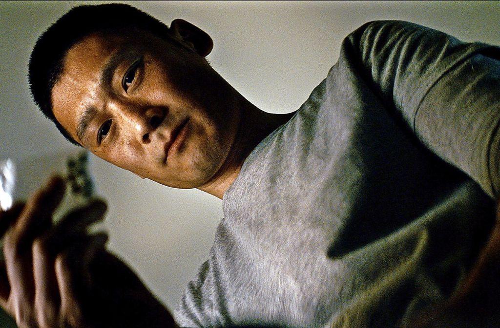 Der Cop  Alf (Thomas Hwan) schluckt selbst manchmal zu viel Pillen. Foto: Arte/Trier Moerk