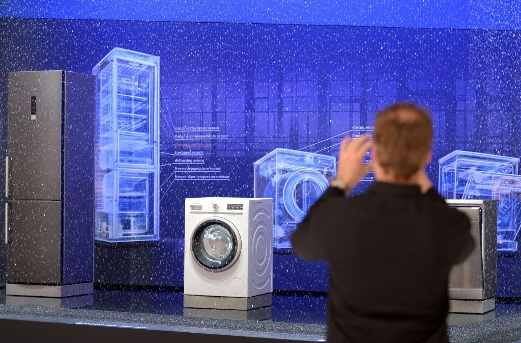 Im smarten Haus der Zukunft ist alles per Fingerdruck steuerbar – auch die Haushaltsgeräte. Foto: dpa