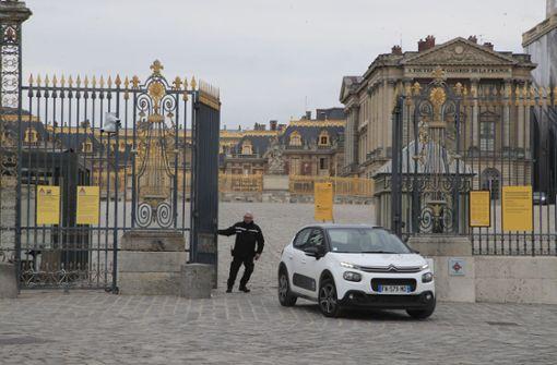 Frankreichs Regierung legt das öffentliche Leben lahm