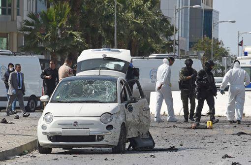 Zwei Attentäter und Polizist getötet