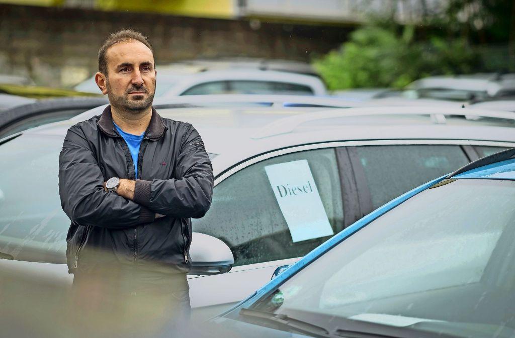 Für Sarmad Alshahwani  war der  Handel  mit Dieselfahrzeugen einst das Hauptgeschäft. Foto: Lichtgut/Max Kovalenko