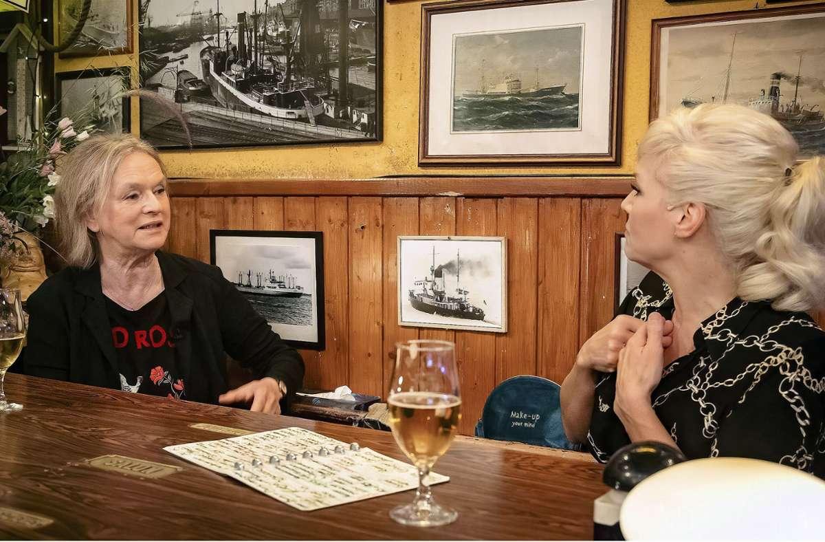 Ina Müller wird unter anderem Elke Heidenreich zu Gast haben – jetzt mit Corona-Abstand. Foto: NDR/Morris Mac Matzen