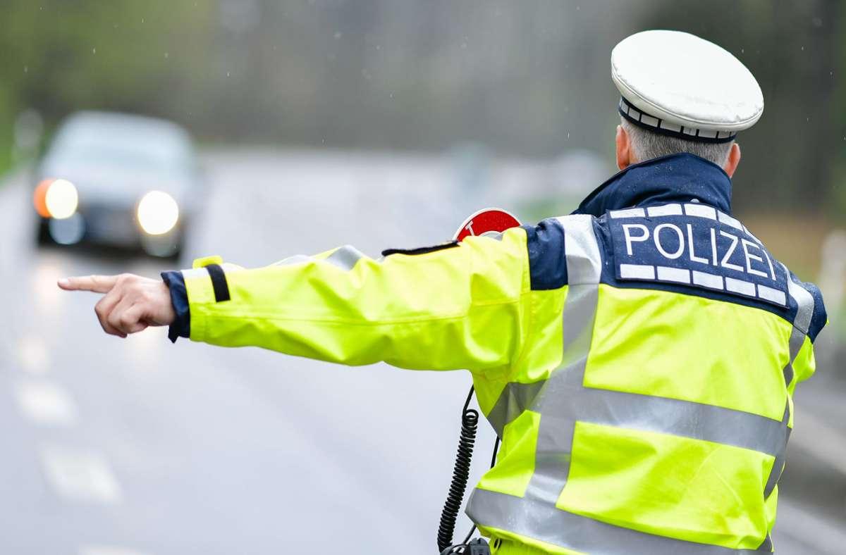 Die Polizei hat auf der A81 im Kreis Rottweil etliche Raser erwischt. (Symbolbild) Foto: dpa/Uwe Anspach