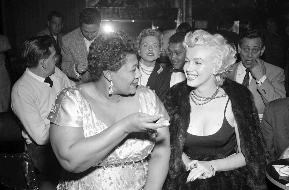 Marilyn Monroe hat sich dafür eingesetzt, dass Ella Fitzgerald (li.) in einem weißen Edelclub auftreten durfte. Foto: Bettmann Archive/Getty Images