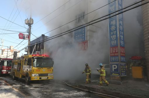 Mindestens 41 Tote bei Feuer in Krankenhaus