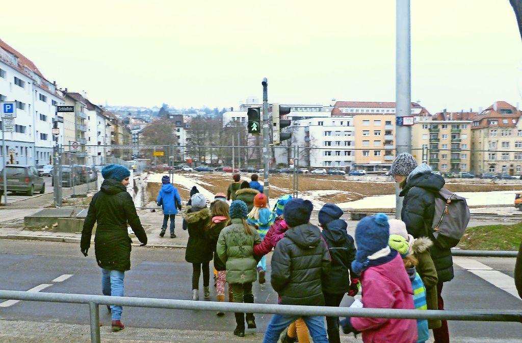 Die Klasse 2b begibt sich auf Stadtteil-Exkursion zum Olga-Areal. Foto: privat