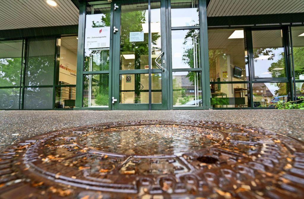 Ab Montag wieder geöffnet: die Zulassungsstelle in Leonberg. Foto: factum/Jürgen Bach