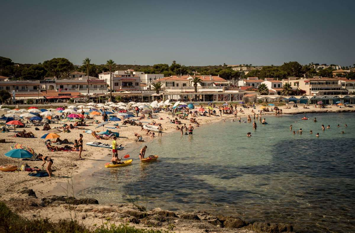 Tourismus auf den Balearen – trotz steigender Coronazahlen denken viele deutsche Urlauber nicht an die Heimkehr. Foto: dpa/Jordi Boixareu