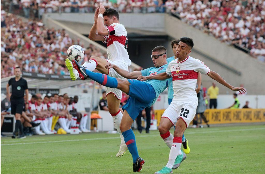 Konkurrenten im VfB-Angriff: Mario Gomez (links) und Nicolas Gonzalez Foto: Baumann