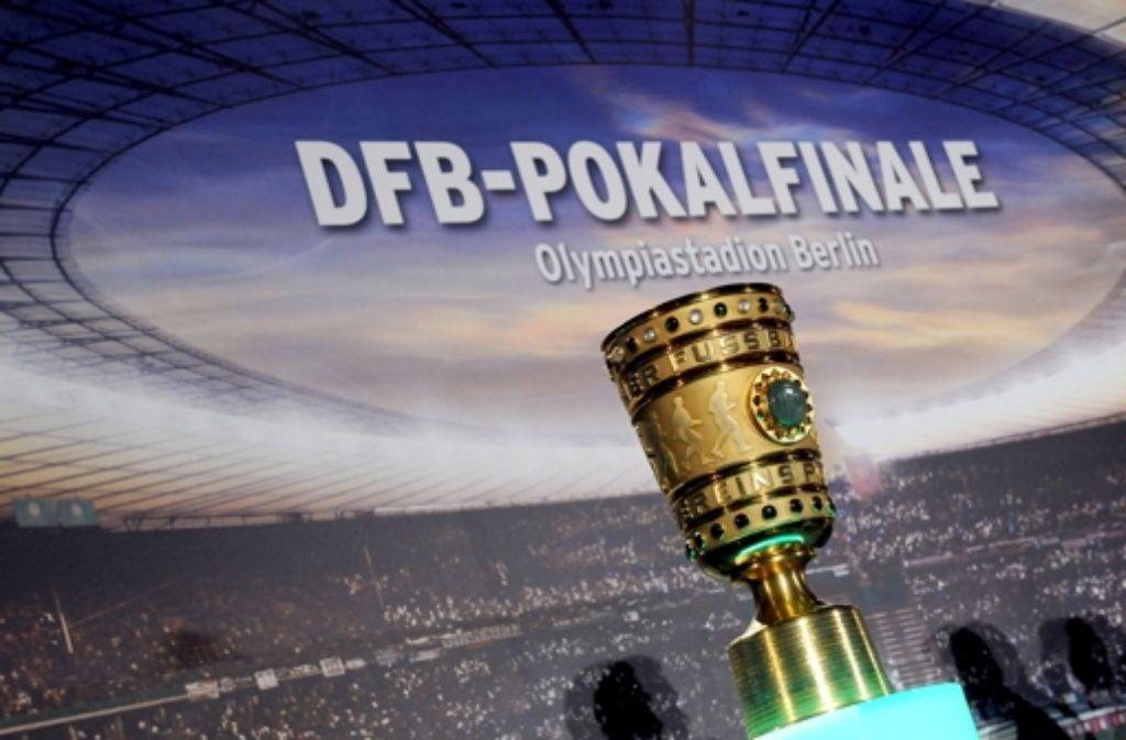 Die Frage, die weder VfB- noch Bayern-Fans schlafen lässt: Wer wird am Samstag im Pokalfinale siegen? Foto: dpa-Zentralbild
