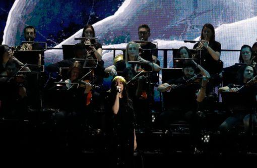 Publikum feiert US-Popstar für ihren Bond-Song