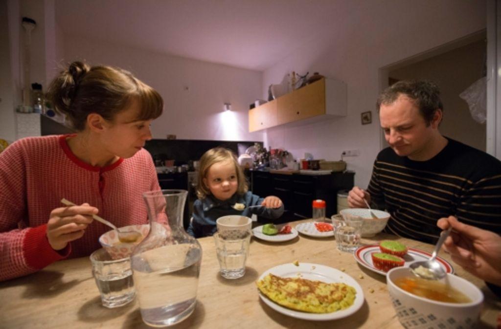 kochen f r kleinkinder auch polly stellt sich beim essen mal stur essen trinken. Black Bedroom Furniture Sets. Home Design Ideas