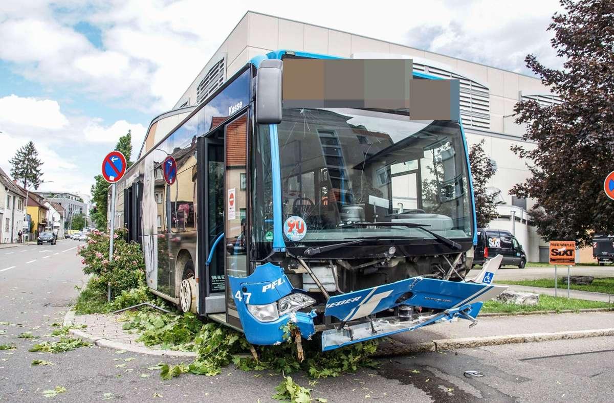 Der demolierte Bus nach der Unfallfahrt. Foto: SDMG/SDMG / Dettenmeyer