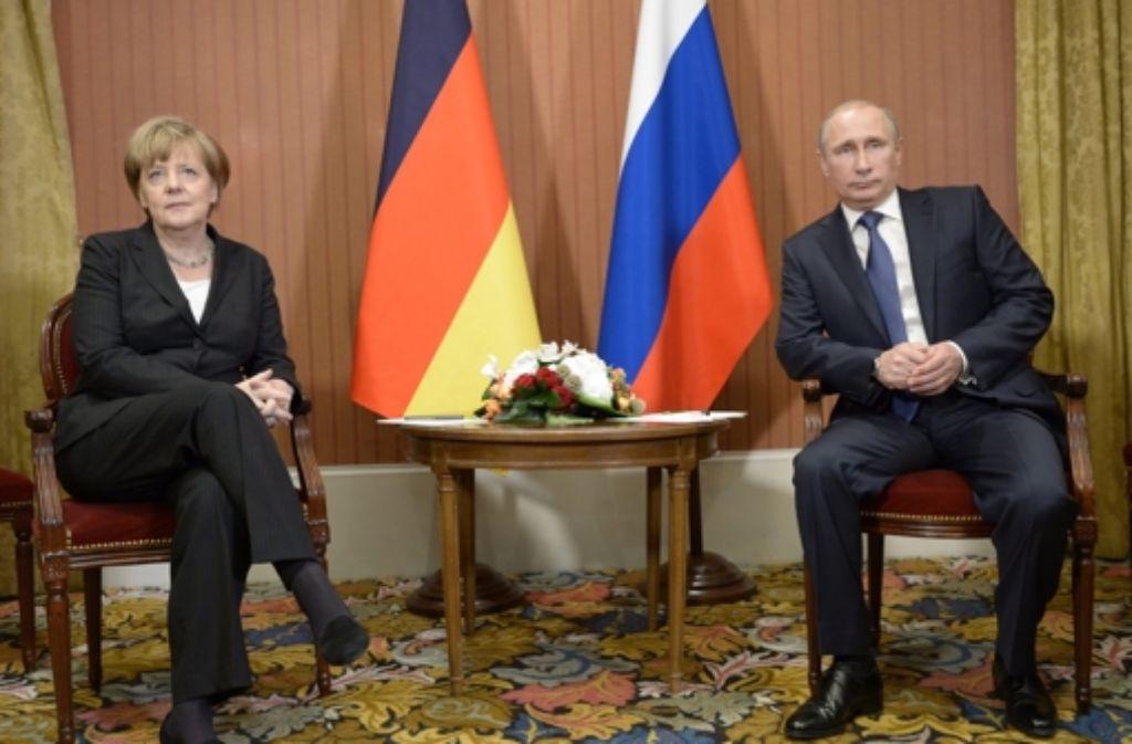 Unterkühltes Treffen: Bundeskanzlerin Merkel und Russlands Präsident Putin Foto: dpa