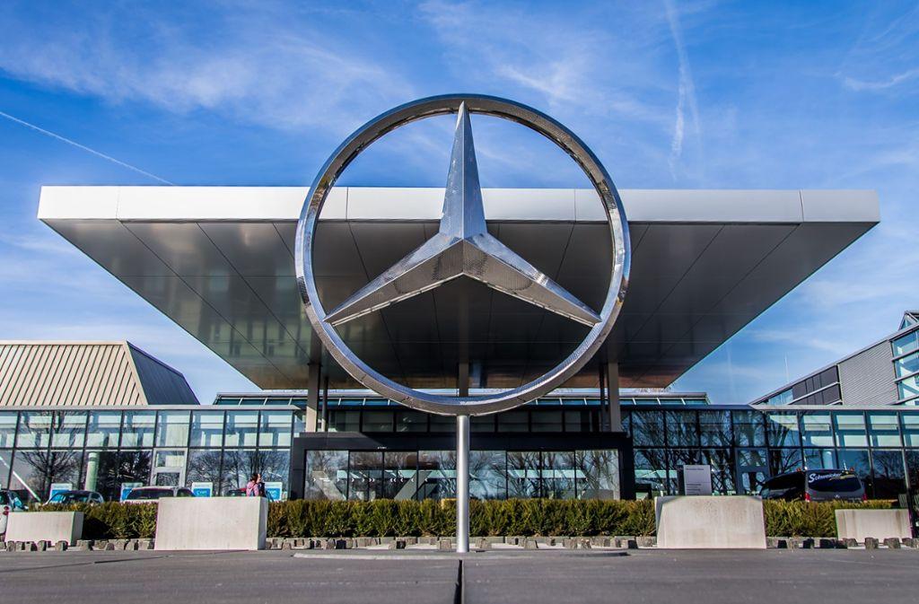 Daimler hat sich erneut von den Tests mit Affen distanziert. (Symbolfoto) Foto: Getty Images Europe