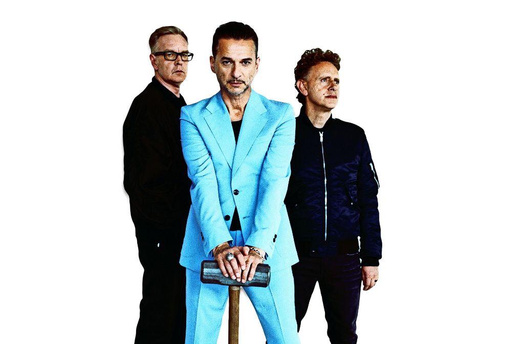 Gereifte Herren: Der Tastentüftler Andy Fletcher, der Sänger Dave Gahan und der Gitarrist und Keyboarder Martin Gore (von links) bilden die Popband Depeche  Depeche Mode. Foto: Anton Corbijn