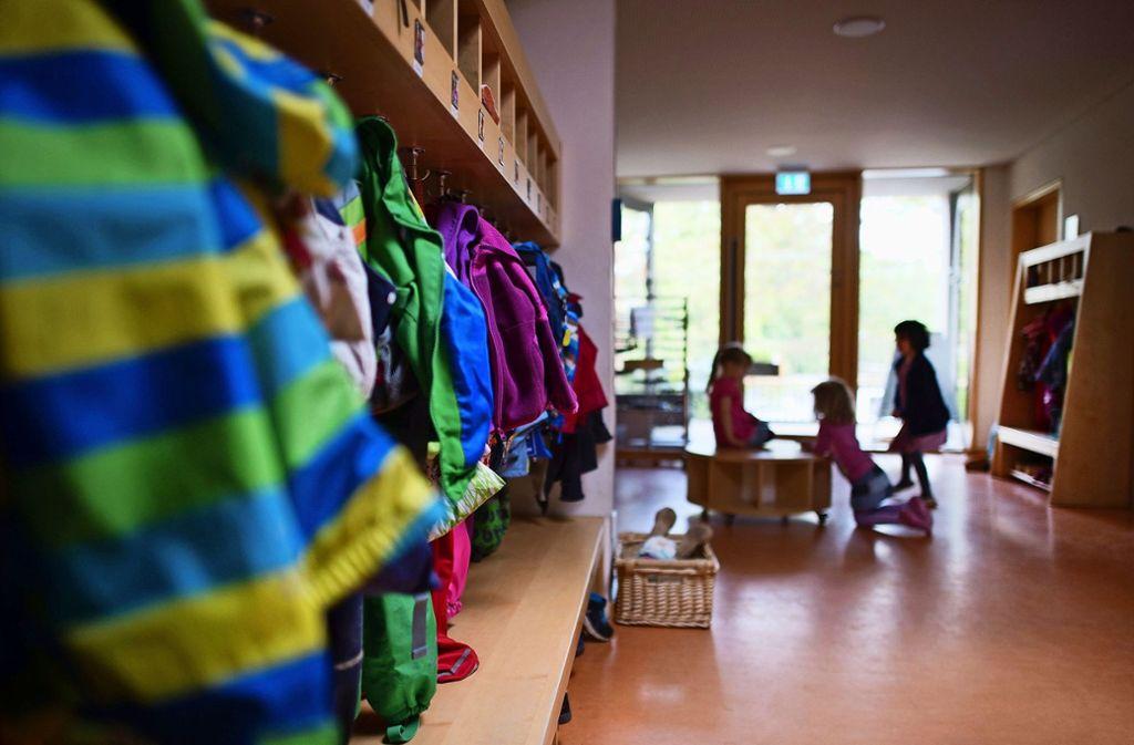 Wenn Kitas nicht mehr wie gewohnt geöffnet haben, bedeutet  das für die Eltern meist einen Alltag im Schweinsgalopp. Foto: dpa, Holowiecki