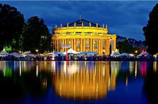 Der Eckensee vor der Staatsoper: auf  dieses attraktive Ambiente müssten die Stuttgarter wohl einige Jahre verzichten. Foto: dpa