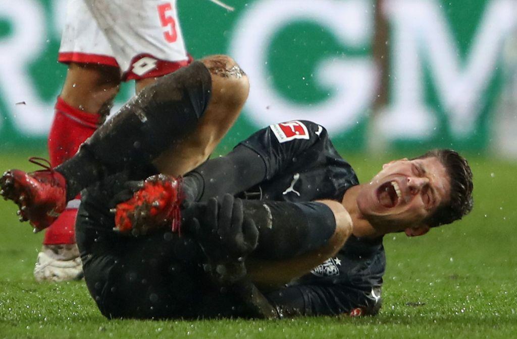 Mario Gomez hat sich glücklicherweise nicht ernsthaft verletzt. Foto: Bongarts
