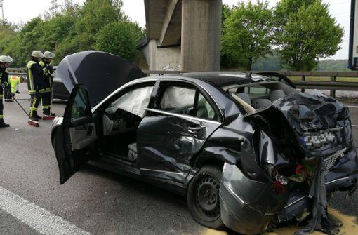 Auffahrunfall mit drei Fahrzeugen – zwei Fahrstreifen gesperrt