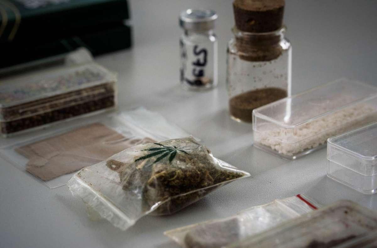 Die beschlagnahmte  8,1 Kilo Kokain, 40,1 Kilo Amphetamine, 8,9 Kilo Ecstasy, 5,4 Kilo Haschisch und Marihuana. (Symbolfoto) Foto: Phillip Weingand / STZN