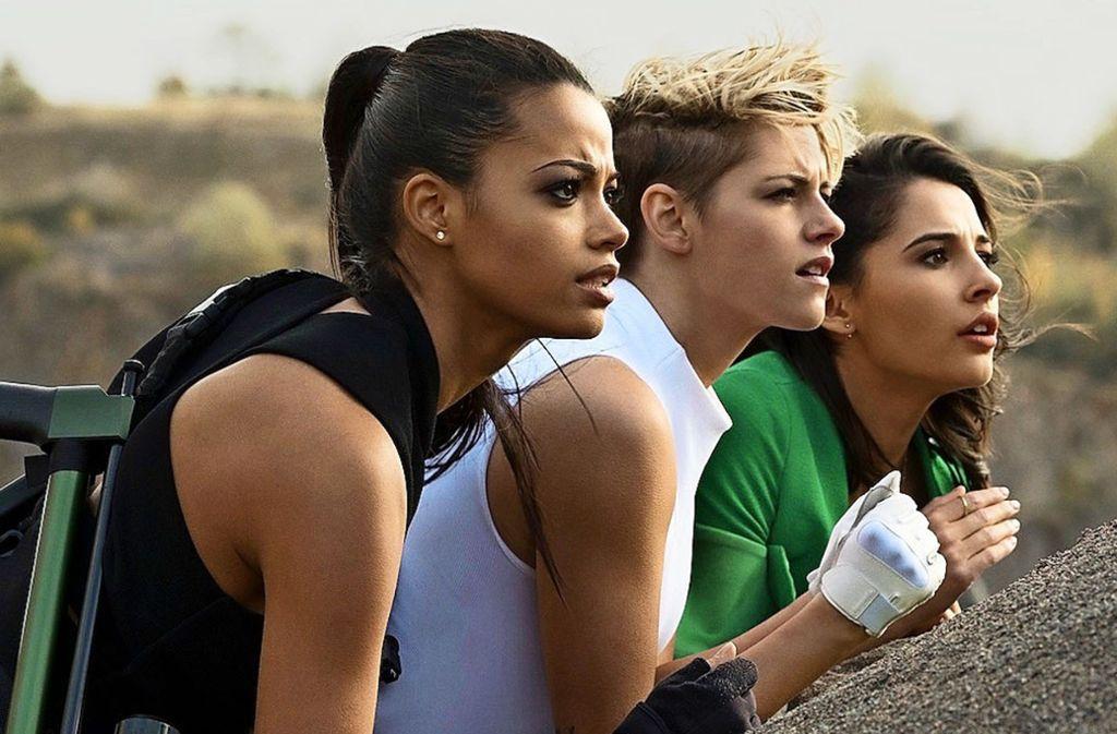 Drei Engel im Einsatz: Ella Balinska, Kristen Stewart, Naomi Scott (v. li.) Foto: Sony/Nadja Klier