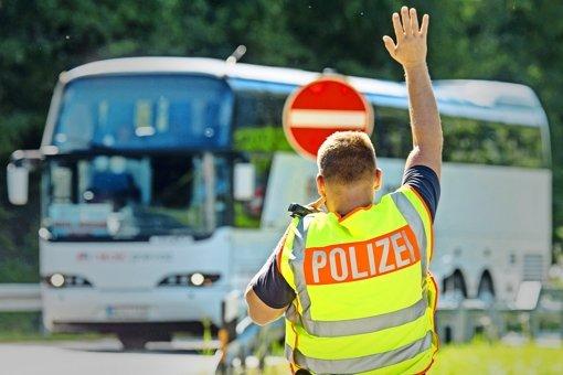 Union: Asylanträge an Grenzen prüfen