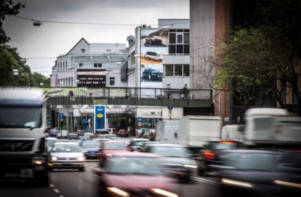 Am Stuttgarter Neckartor sollen die Schadstoffwerte endlich sinken. Foto: Lichtgut/Achim Zweygarth