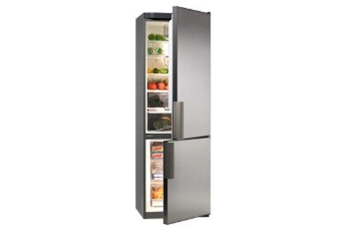 Eine Japanerin im Kühlschrank