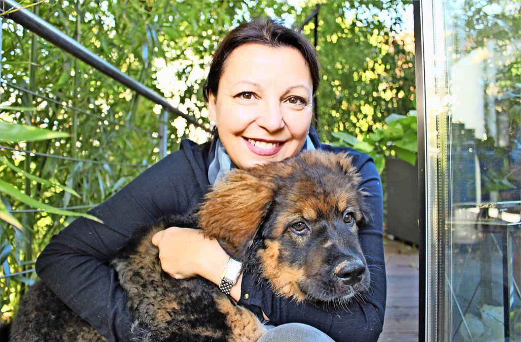 Andrea Peters und ihr Hund Thori Foto: Caroline Holowiecki