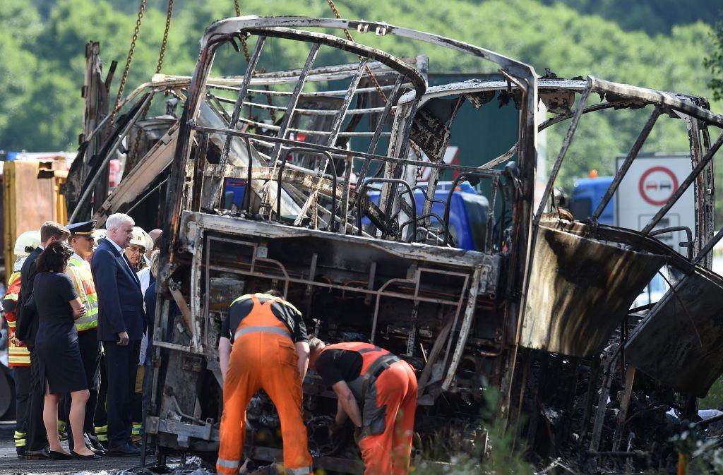Bei dem Unglück auf der A9 bei Münchberg sind am Montag 18 Personen ums Leben gekommen. Foto: AFP