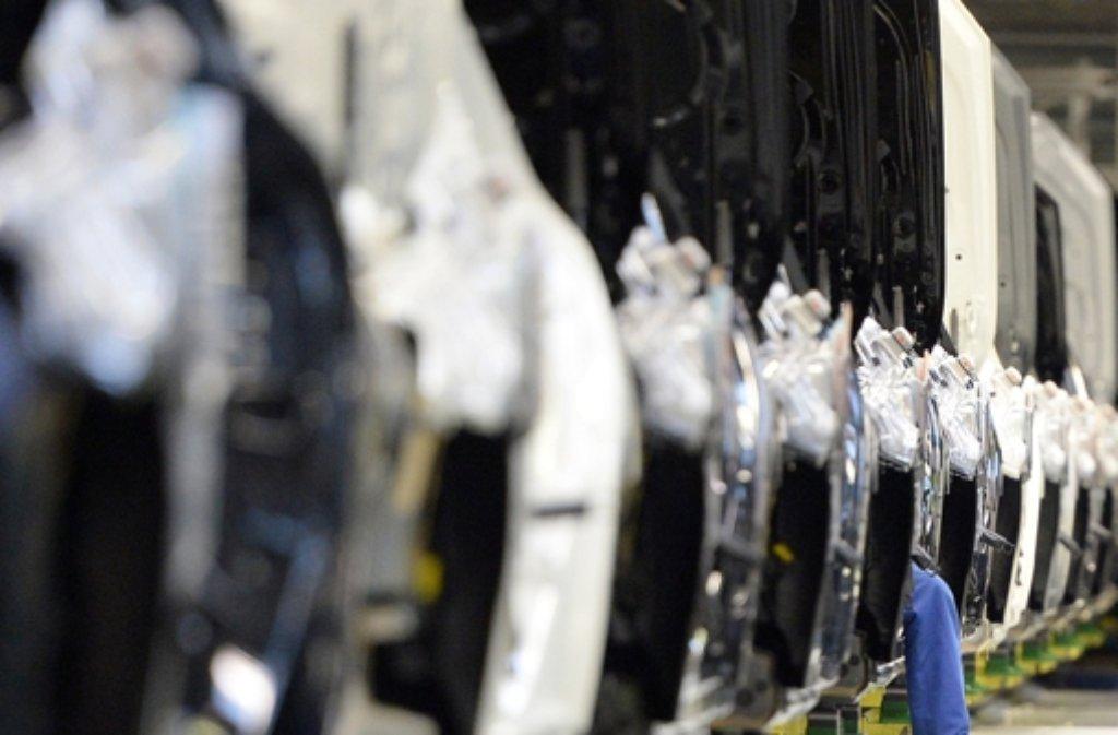 Der Autobauer Daimler bietet mehr als 10.000 Ferienjobs an. Foto: dpa