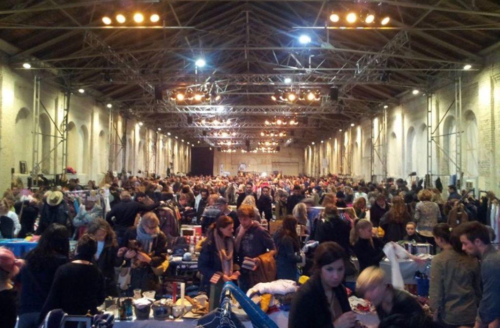 Der Nachtflohmarkt im Club Paris lädt zum Stöbern, aber auch Tanzen ein. Foto: Günther Siegle