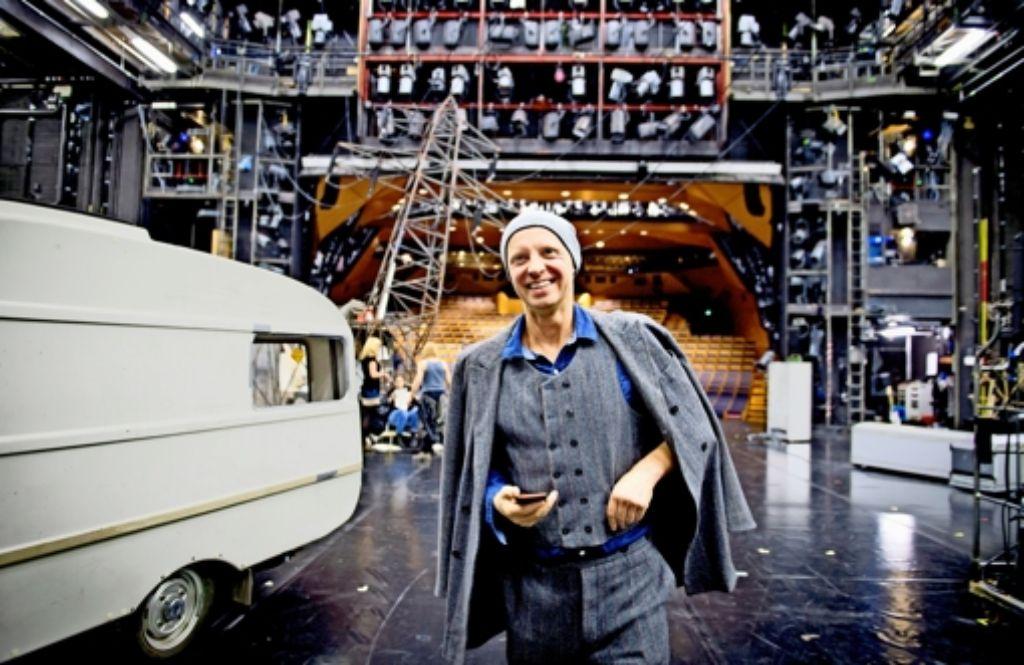 In seinem Revier: Armin Petras auf der Bühne des Schauspielhauses Foto: Martin Stollberg