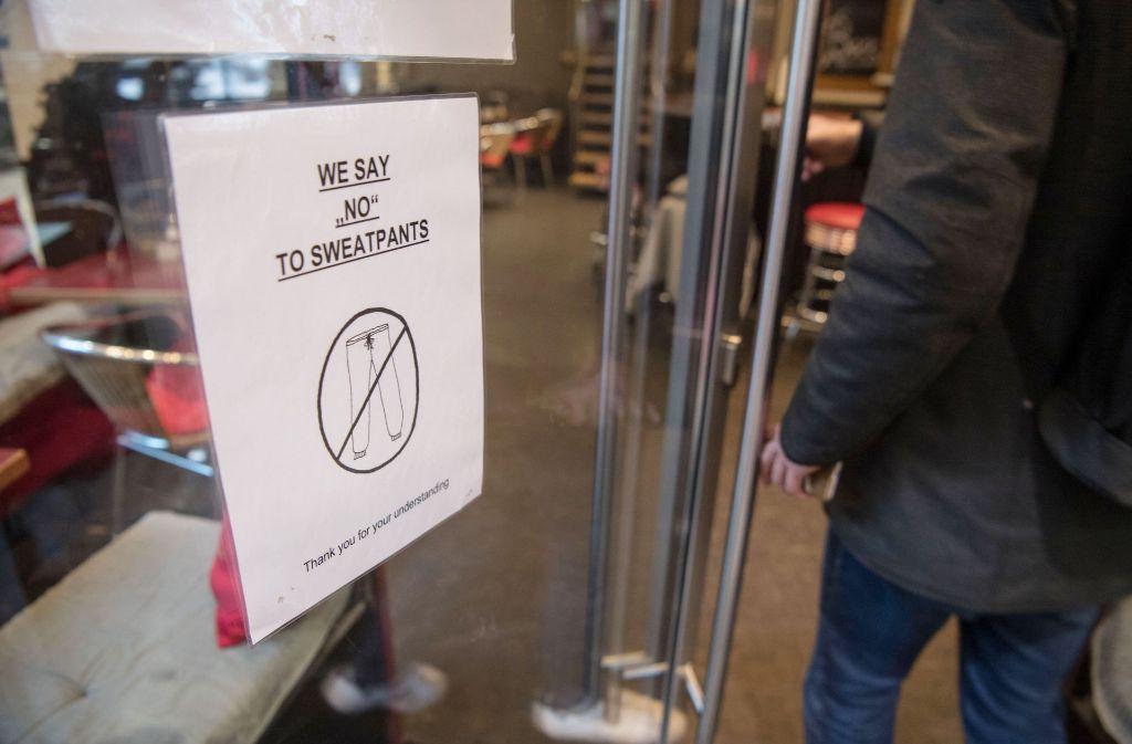 Jeans sind in Ordnung – aber bei Jogginghosen gehen die Meinungen auseinander. Foto: dpa