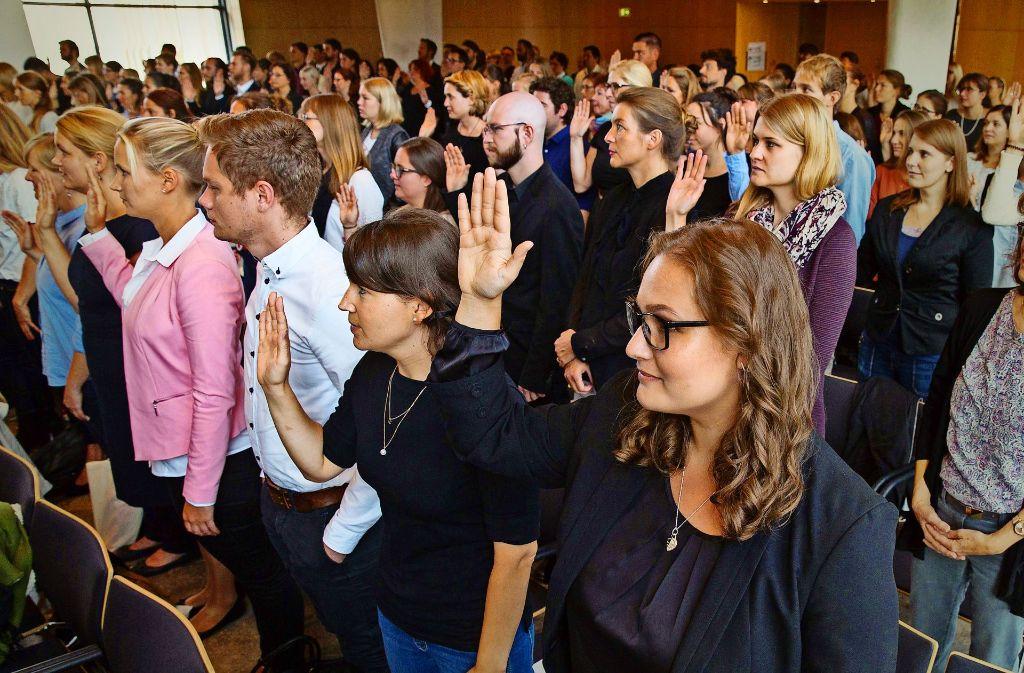Vereidigung der Lehrkräfte im Stuttgarter Rathaus. Foto: Lg/Piechowski